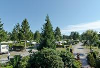 """Blick vom Haupthaus auf die Campinganlage vom Campingplatz """"Auf dem Simpel"""""""
