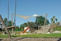 Der Kinderspielplatz für groß und klein auf dem Simpel...