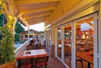 """Gemütlich auf der Terrasse des Restaurant """"Auf dem Simpel"""" sitzen..."""