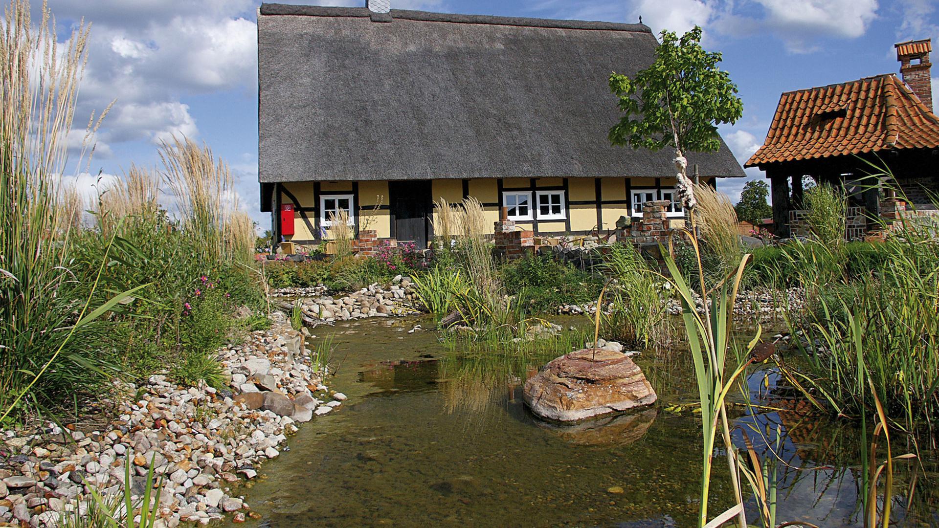 Landleben - Kastorf Fachwerkhaus am Teich