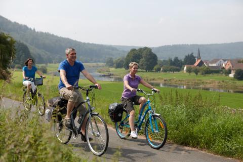 Weserbergland  - Radfahrer Weser