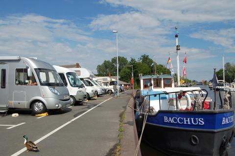 Reisemobilstellplatz im alten Hafen in Weener