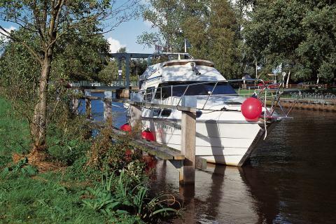 """Schiff """"Neu Helgoland"""" am Schiffsanleger in Worpswede"""