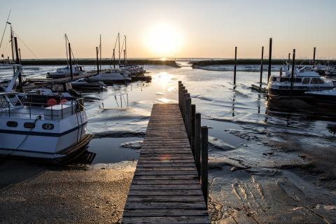 Sonnenaufgang im Yachthafen